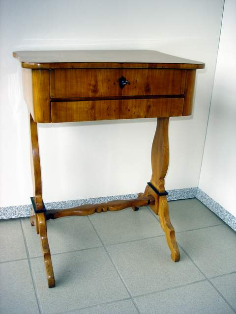 Antike möbel tische und stühle  Tische & Stühle › Schramm - Restaurierungen & Antike Möbel ...